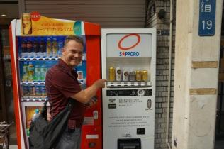 Une machine distributrice de bières