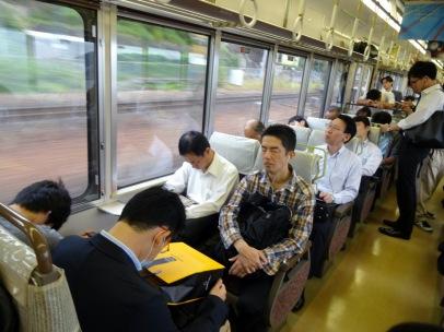 Au japon: presque tout le monde dorment dans le train