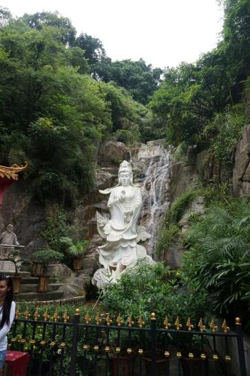 Statues au haut de la colline