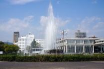 La fontaine devant le musée