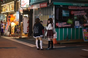 Akihabara: C'est aussi les maid café.
