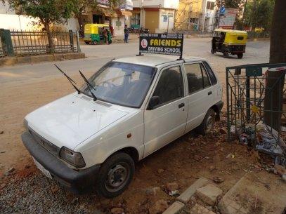 Apprendre à conduire en Inde, c'est apprendre à Klaxonner