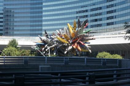 Une sculpture de canot