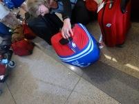 On enlève le costume de bain à nos valises