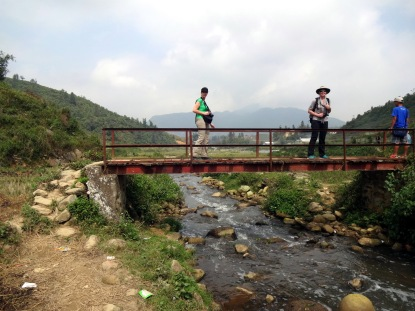 Il faut traverser des pont avec des planches manquantes