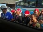 Le comité d'accueil dans un autre village d'Ethnie