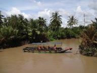 Un bateau nous barre le canal