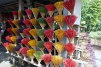 On a le choix des couleurs pour les bâtons d'encens