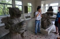 Notre guide dans le musée archéologique