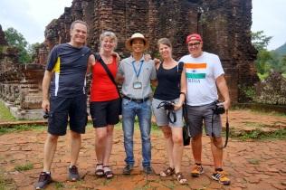 Photo avec notre guide qui nous quitte apres le diner
