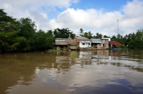 Quelques maisons le long du canal