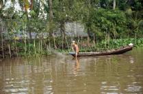 Un pêcheur se prépare