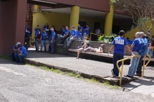 Des bénévolles travaillant dans le parc