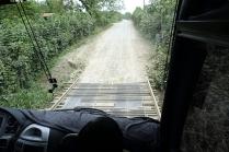 Un pont qui a la largeur de l'autobus