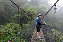 On traverse l'un des ponts suspendus
