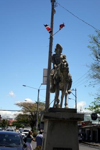 Une statue près du palais de justice