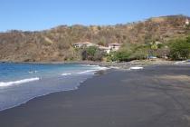 Le sable noir de la plage