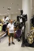 Faites vite, ce robot-sculpture d'une valeur de 39900$ est à 50%. Et avec le dollar qui monte, ca devient une aubaine.