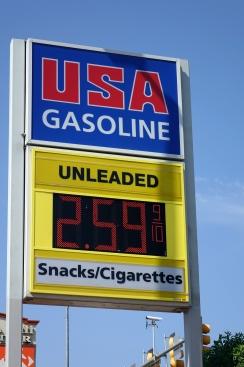 De l'essence à 0.89 CAD le litre, il semble que l'ouragan Harvey a plus tooucher le prix de l essence au Quebec