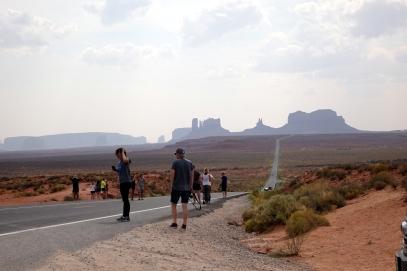 C'est ici que Forrest Gump s'est arrêté de courir. Il semble qu'il reste encore des gens pour le suivre.