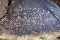 Les pétroglyphe de Newspaper Rock, personne n'a encore réussi à vraiment les interpréter