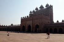 L'entrée face au mausolée (vue de l'intérieur)