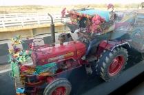 Un tracteur bien décoré, on pourrait importer cette idée