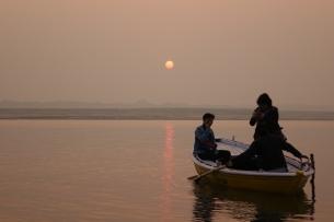 Le lever du soleil sur le Gange