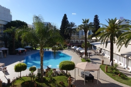 La piscine de l'hôtel, personne n'a voulu testé l'eau