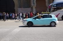 Chaque ville a ses couleurs de taxis, ici c'est le bleu azur