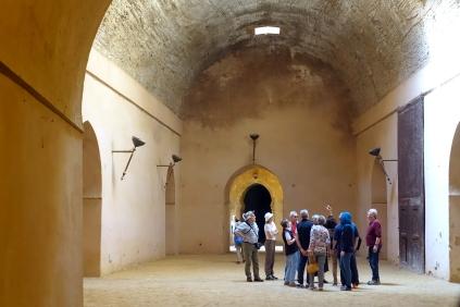 Le sultan a fait bâtir ces énormes silos pour emmagisiner des réserver de grains et de fourrages (foins)