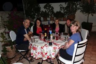 Un repas sous les étoiles sur la terrasse du Riad