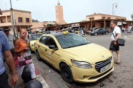Les taxis sont ici de couleur sable.