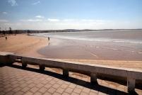 Vue de la plage, il y a beaucoup de vents