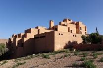 L'hôtel a un style saharien