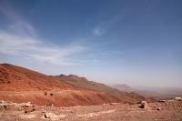 Le paysage devient plus montagneux