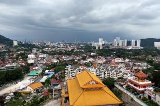 et ainsi avoir une vue sur la ville et de la pluie qui se rapprochait