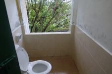 Toilette presqu'en plein air: cela permet d'apprécier le paysage
