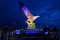 À Kuah, l'emblème de l'île des aigles