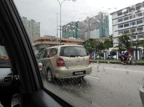 Retour à l'hotel sous la pluie