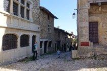 Une promenade à travers les petites rues de Pérouges