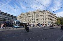 Au coeur de la rue haut de gamme, des tramway s y circulent constamment