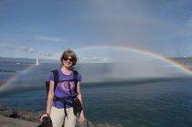 L'arc-en-ciel fait par la fontaine de Genève. Elle change constamment avec le vent et le soleil.