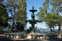 Un fontaine dans le jardin anglais