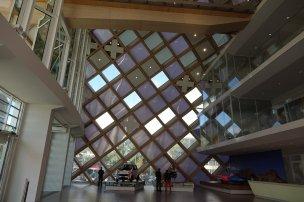 On peut seulement visiter le lobby, la structure est en bois